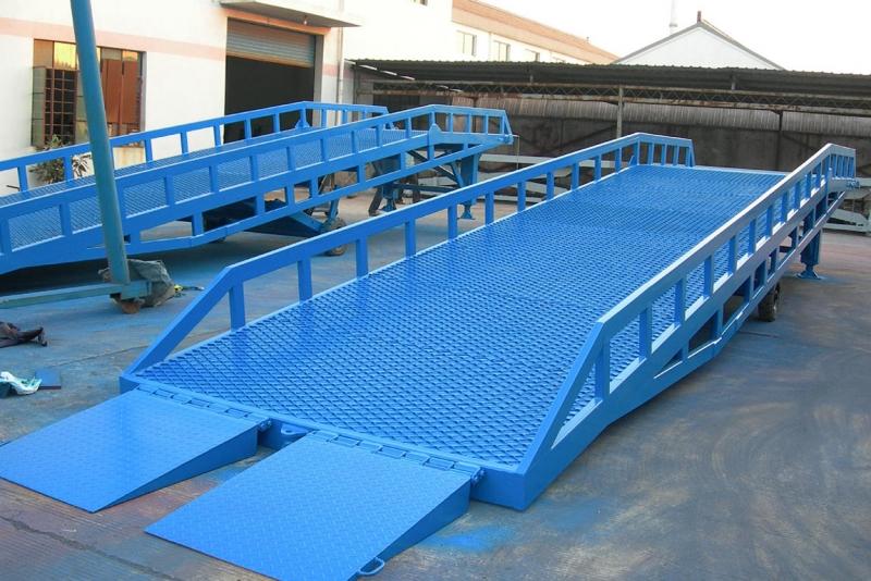折叠式登车桥
